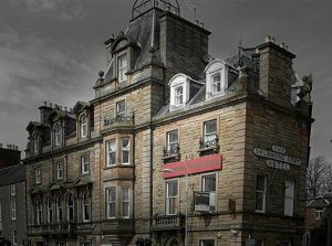 Kenneth Allen / The Drummond Arms, Crieff / CC BY-SA 2.0